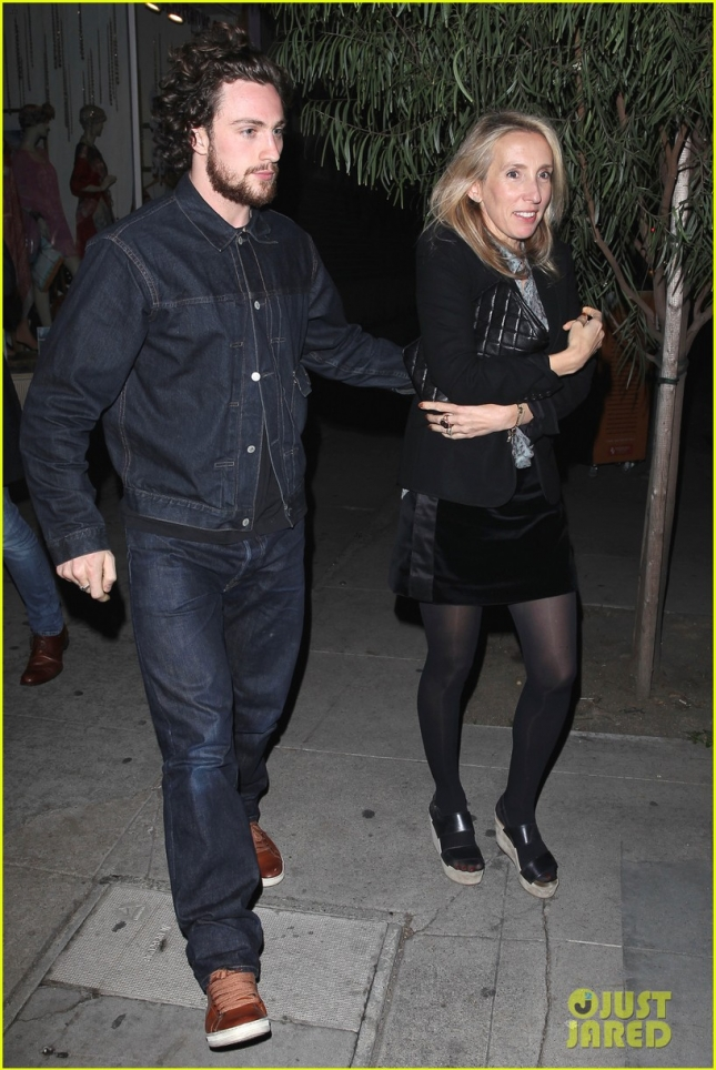 aaron-taylor-johnson-has-seen-fifty-shades-over-1000-times-02