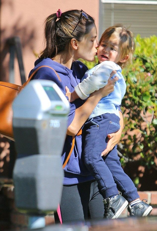 Алессандра Амбросио с сыном Ноа