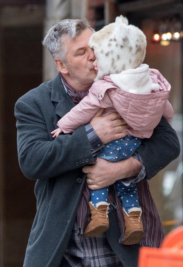 Алек Болдуин с дочкой