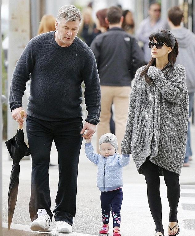 Алек и Хилари Болдуин с дочкой