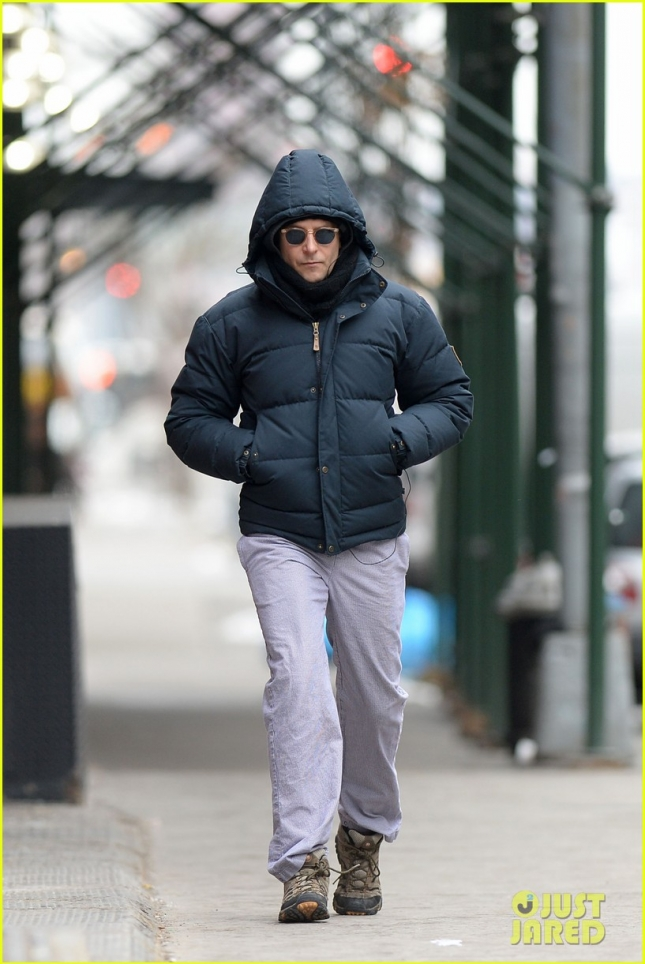bradley-cooper-still-in-nyc-before-oscars-04