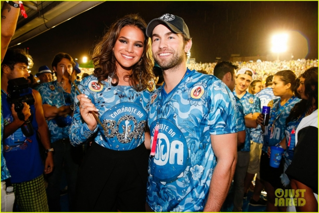 chace-crawford-makes-out-with-a-brazilian-singer-in-rio-19