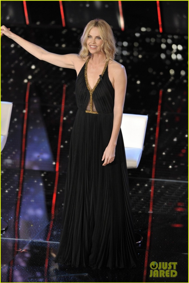 charlize-theron-stuns-on-stage-at-italian-music-festival-01