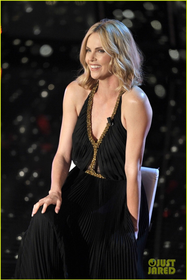 charlize-theron-stuns-on-stage-at-italian-music-festival-12