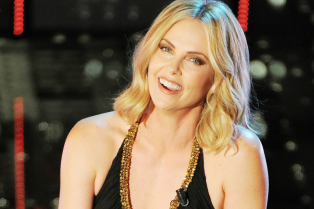 charlize-theron-stuns-on-stage-at-italian-music-festival-18
