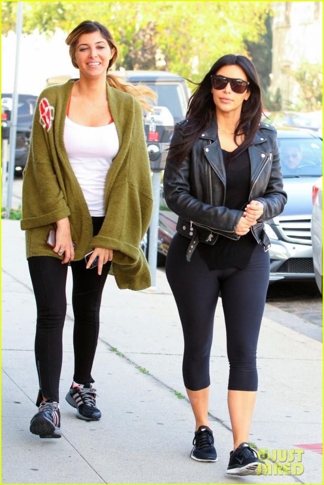 Ким Кардашьян вместе с одной из подруг сходила в бутик Eggy после тренировки