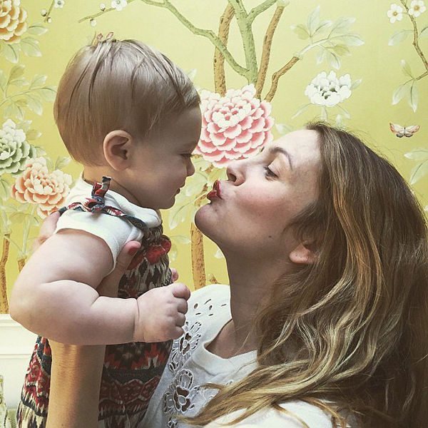 Drew-Barrymore-gave-sweet-kiss-her-daughter