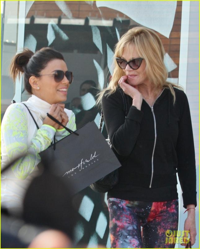 Ева и Мелани Гриффит порадовали себя покупками после тренировки