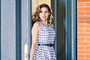 eva-mendes-gets-back-to-work-02