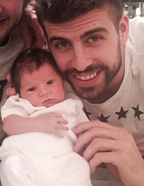 gerard-pique-newborn-son-500x643