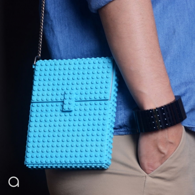 Handbags-made-with-the-worlds-most-famous-toy-bricks.6__880