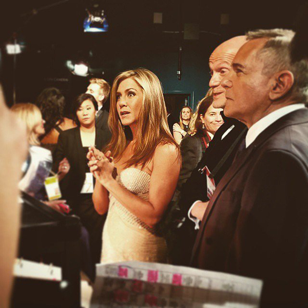 Jennifer-Aniston-watched-show-from-backstage