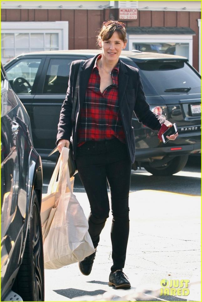Дженнифер Гарнер после шоппинга