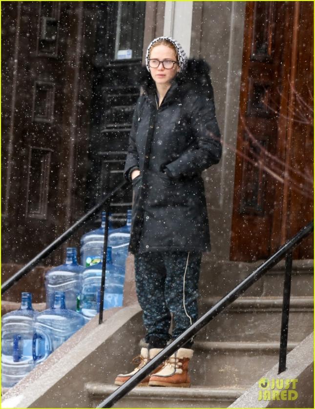 """Дженнифер Лоуренс продолжают караулить у дома в Бостоне, где она поселилась на период съемок в фильме """"Джой"""""""