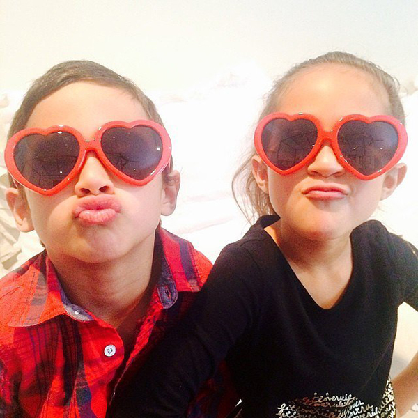 Jennifer-Lopez-took-incredibly-cute-photo-her-twins-Max