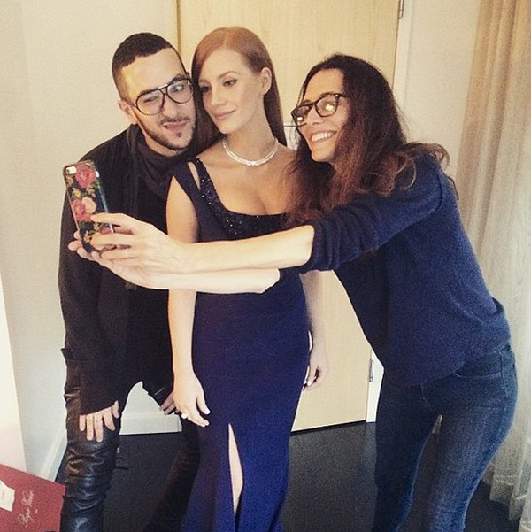 Jessica-Chastain-posed-selfie-ahead-show