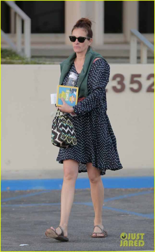 julia-roberts-reading-is-power-03