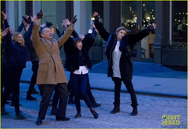 justin-bieber-tom-hanks-dance-down-streets-for-carly-rae-jepsen-video-05