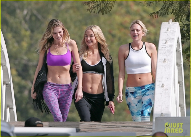 kate-hudson-flaunts-toned-abs-on-fabletics-photoshoot-02