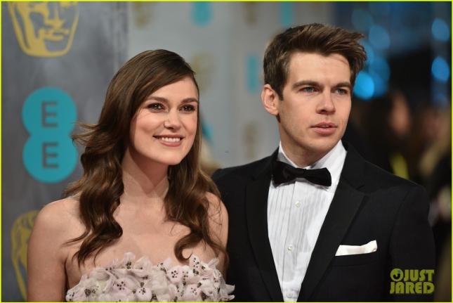 Беременная Кира Найтли с супругом