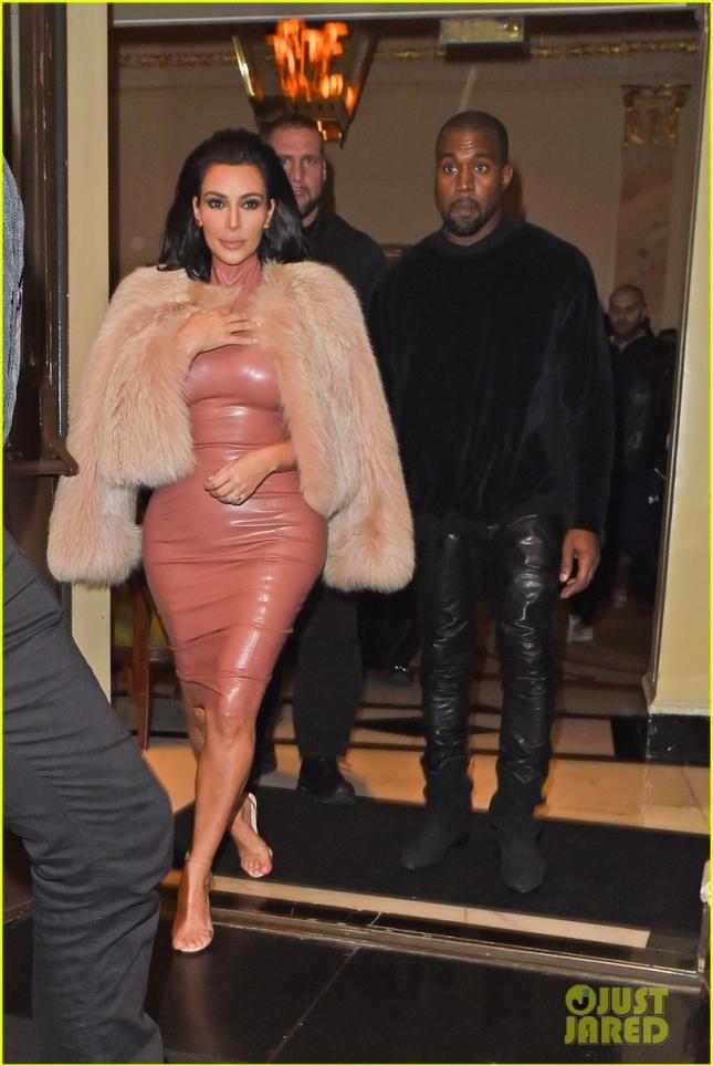 kim-kardashian-flashes-thong-to-celebrate-27-million-instagram-followers-03