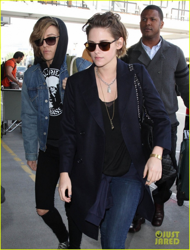kristen-stewart-alicia-cargile-fly-out-together-10