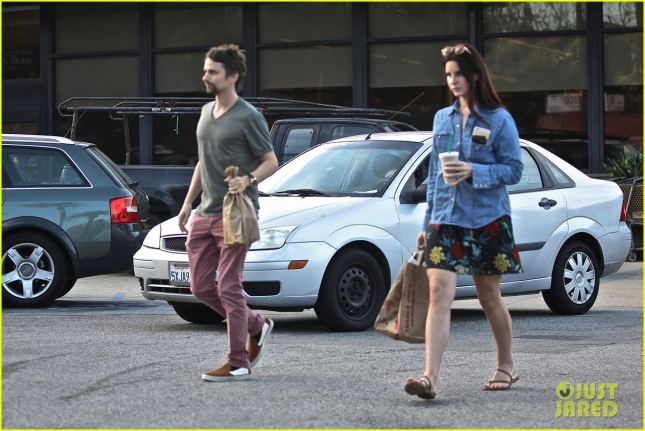 lana-del-ray-matthew-bellamy-meet-over-coffee-09