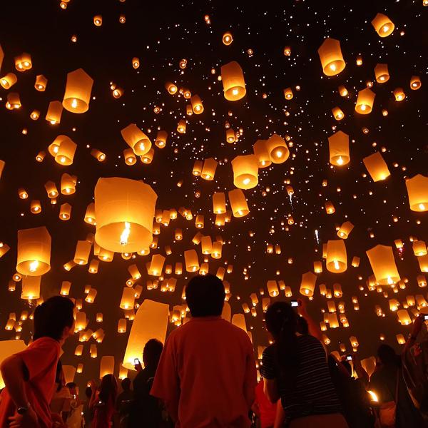 Запуск фонариков в Таиланде