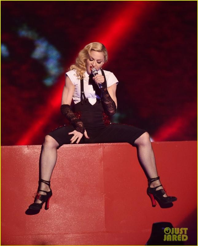 Мадонна выступила на BRIT Awards