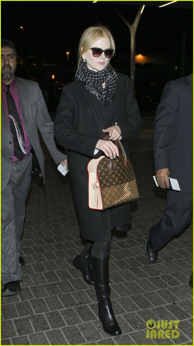 Nicole Kidman leaves town at LAX **USA ONLY**