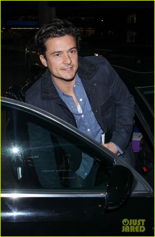 orlando-bloom-arrives-back-to-la-from-england-01а
