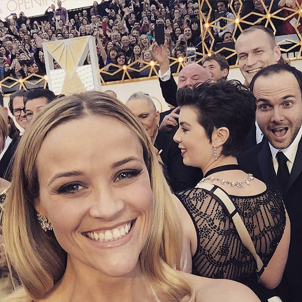 Reese-Witherspoon-aimed-selfie-red-carpet