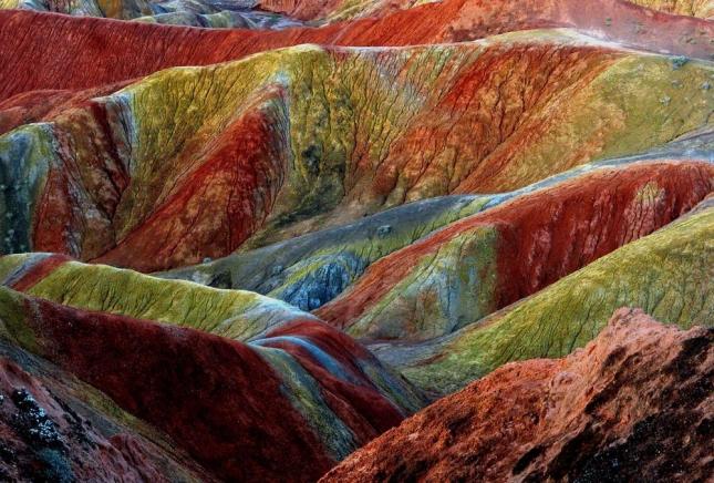 Красные горы геологического парка в Жангье