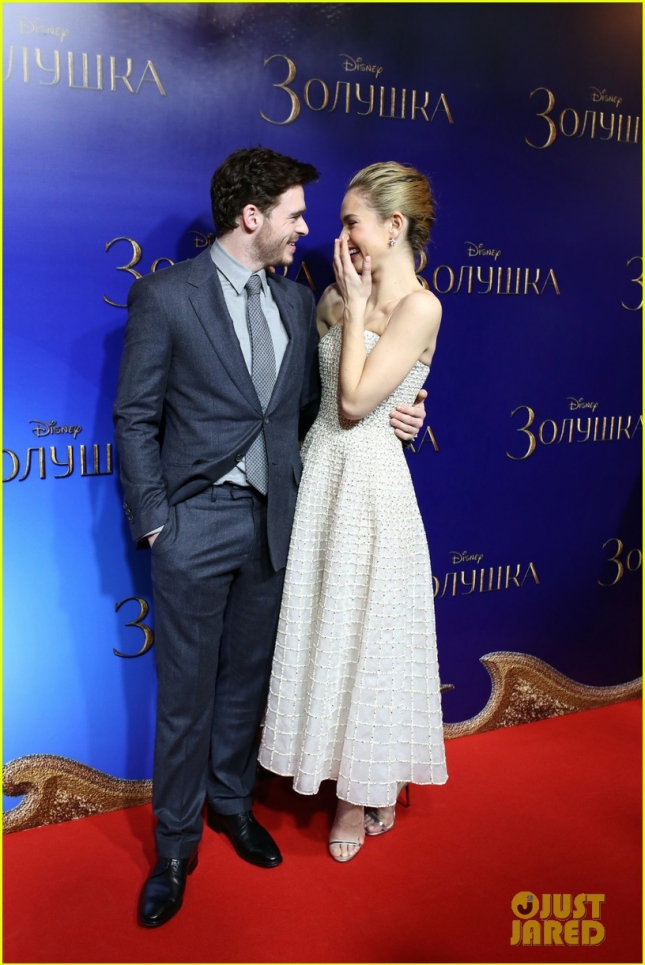 richard-madden-lily-james-cinderella-moscow-photocall-08