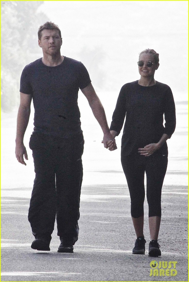 sam-worthington-lara-bingle-cradles-baby-bump-03