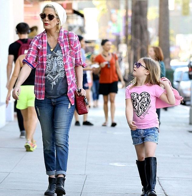 Тори Спеллинг с дочкой