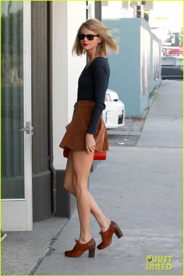 Taylor Swift turns the streets of L.A. into her own personal catwalk