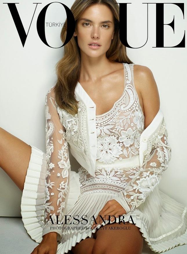Алессандра Амбросио на обложке Vogue Turkey, март 2015