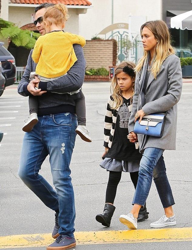 Джессика Альба и Кэш Уоррен с дочками