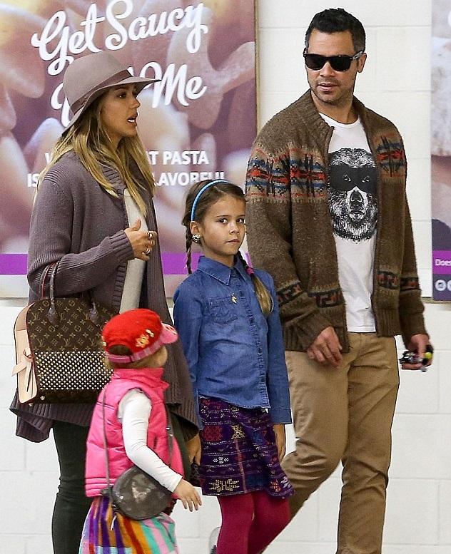 Джессика Альба с семьей