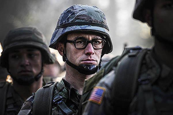 Джозеф Гордон-Левитт в образе Эдварда Сноудена