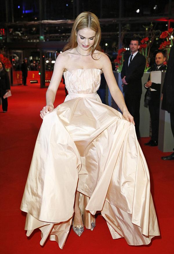 Лили Джеймс в платье  Dior