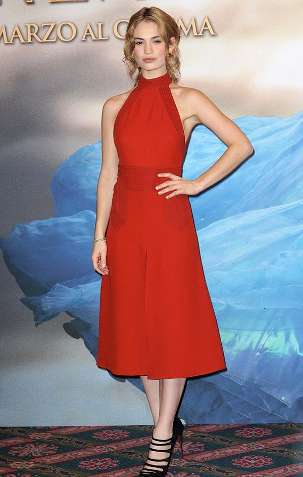 Лили Джеймс в платье Gucci
