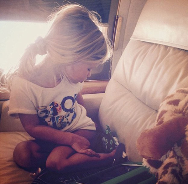 268AF65B00000578-2990717-Jet_setter_Jessica_Simpson_posted_an_Instagram_of_her_adorable_m-a-4_1426121705245