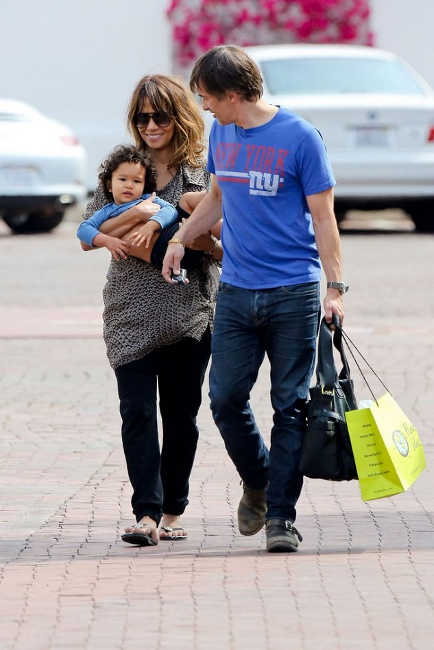 Холли Берри и Оливье Мартинес с сыном