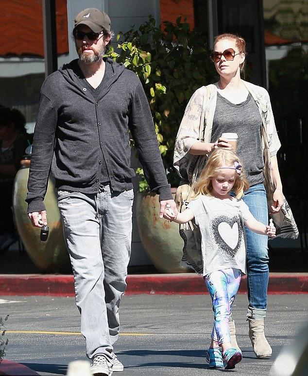 Эми Адамс с мужем Дарреном Ле Галло и дочерью Авианой