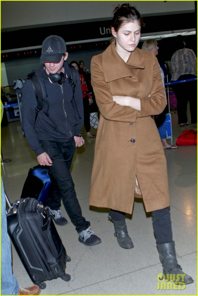 alexandra-daddario-logan-lerman-land-at-lax-together-05
