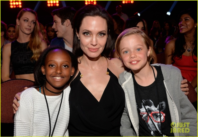 angelina-jolies-kids-have-best-reaction-to-kcas-win-17
