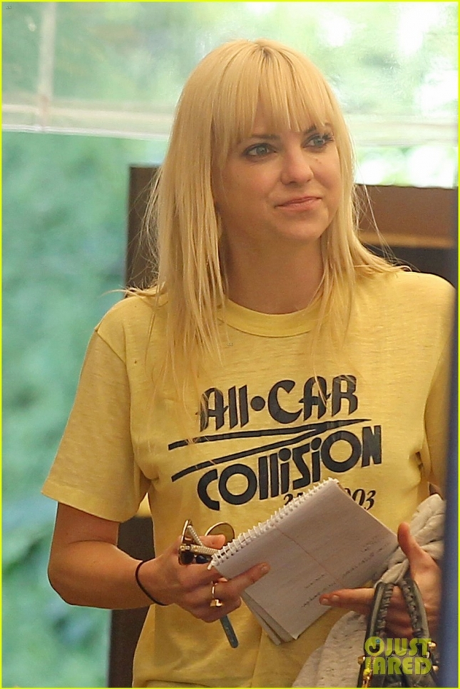 EXCLUSIVE: Anna Faris seen out eating lunch with a friend at a sushi restaurant in LA