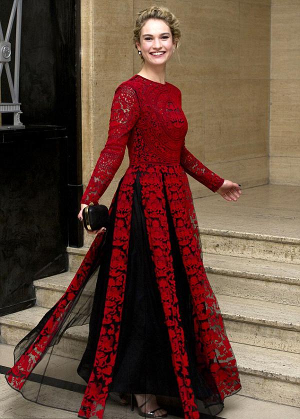 Лили Джеймс в платье Valentino